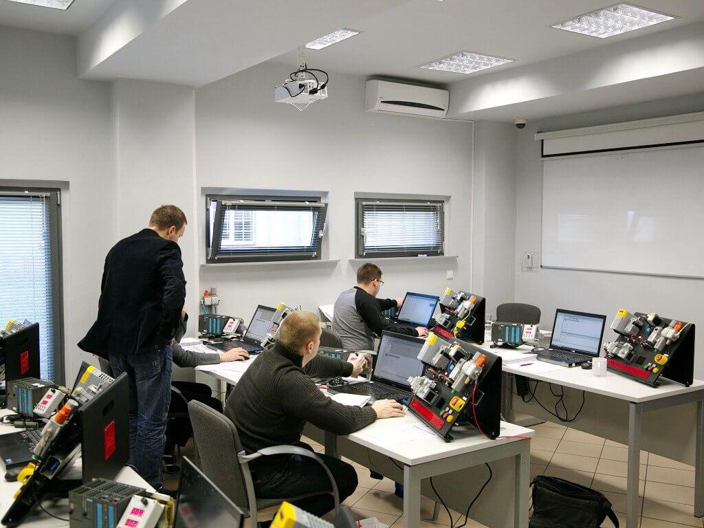PLC2: SIEMENS SIMATIC S7-300/400 – advanced course – EMT-Systems